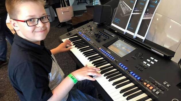 Jedenáctiletý Stanislav Kadlec ze Žatce patří k nejlepším hráčům na elektronické klávesy v republice.