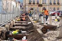 Archeologové pracují na náměstí v Bílině.
