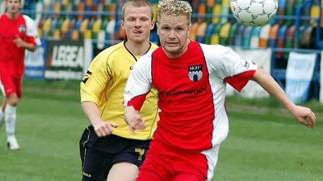 Stejně jako kapitán fotbalistů Dušan Tesařík nedostihl v záběru vlašimského Jiřího Veselého, nedohonili domácí bodovou ztrátu z podzimu a definitivně sestupují z ČFL.
