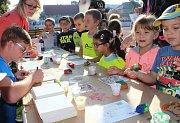 Stovky dětí ze žateckých škol se sešly na stadionu Mládí na sportovním dopoledni
