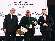 Jaroslav Urban (uprostřed)