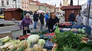 Farmářské trhy na náměstí Svobody v Žatci