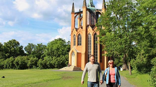Slavnostní znovuotevření novogotického templu v zahradách zámku v Krásném Dvoře