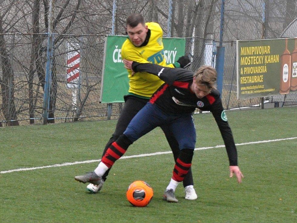 Divizní Souš (v černém) deklasovala účastníka krajského přeboru, Slavoj Žatec, ale soupeř podal solidní výkon, který doplatil na několik individuálních chyb.