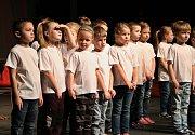 Lounská Mateřinka 2016. O zahájení středečního programu se postaraly děti z pořádající Soukromé MŠ Mateřinka Louny