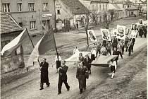 Oslavy zejména v 50. letech měly silný budovatelský ráz.