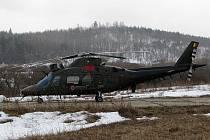 Belgický vrtulník August A 109 na cvičišti Tureč na Doupově.