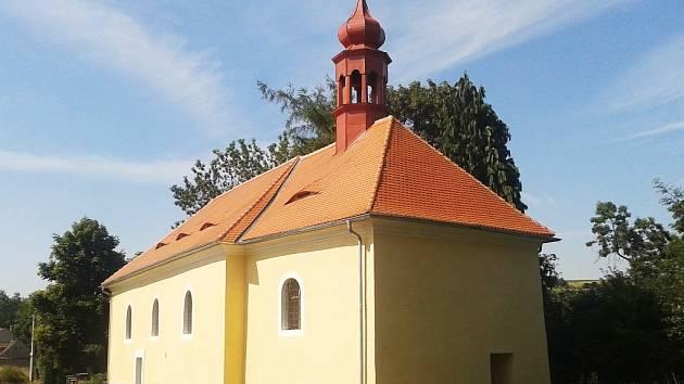 Nově opravená střecha, fasáda i věžička. Kostel v Hořeticích je zachráněn pro příští generace.