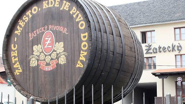 Sud, který stál přes šest let na kruhovém objezdu, je už v areálu pivovaru.