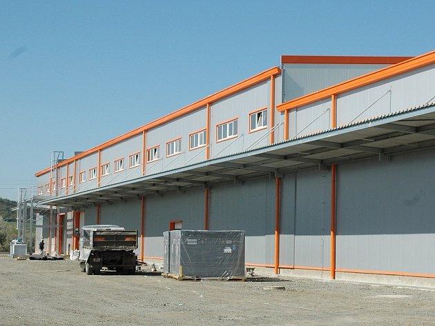 Tovární hala společnosti Izopol u Podbořan.