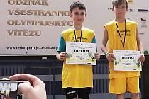 David Svoboda (vlevo) a Vojtěch Panovský, žáci ZŠ Postoloprty, sdiplomy ze soutěži.