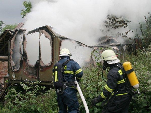 Požár chatky ve Velemyšlevsi