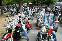 Sraz motorkářů v lounské Stromovce