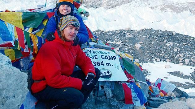 Petra a Štěpán Kotkovi v základním táboře horoleců (5364 m.n.m.) pod Mount Everestem