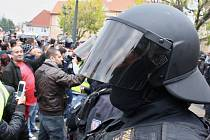 Pietní akt a konflikt na Kruhovém náměstí v Žatci