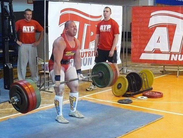 Úctyhodných 260 kilogramů dokázal uzvednout Jaromír Šruc na ligových závodech v Praze.