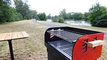 Nové grilovací místo u řeky Ohře v Žatci.