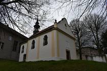 Zrekonstruovaný kostel v Deštnici. Jeho majitelem je Zdeněk Chabr.
