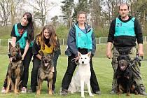 Mezinárodní mistrovství služebních psů, konané  v Mělníku: zleva jsou svojetínské členky Kristýna Kopřivová,Iveta Panýrková a Kamila Gerstbergerová.