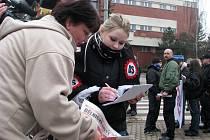 Pochod takzvaných ochranných sborů Dělnické strany přes město Postoloprty 21. února 2009