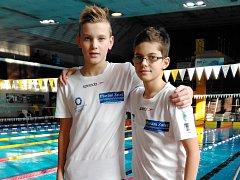 Kristián Balon (vlevo) a Jan Procházka ze žateckého oddílu  patří v současné době k nejlepším českým plavcům ve své  věkové kategorii.