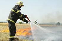 Hasiči likvidují požár u Hrušovan