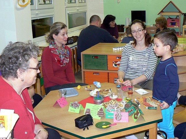 Vánoční besídka ve třídě veverek v Mateřské škole U Jezu v Žatci