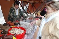 Anna Sobolíková prodává výrobky malého řeznictví z Koleče u Slaného na farmářských trzích v Žatci.