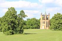 Gotický templ, unikátní architektonická památka pocházející už z roku 1793, v krásnodvorském zámeckém parku.
