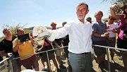 Premiér Andrej Babiš a ministr životního prostření Richard Brabec navštívili České středohoří. Odpoledne na kopci Milá u Rané společně vypustili do volné přírody několik syslů
