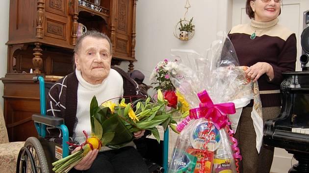 """""""Maminka byla generál,"""" směje se dcera Jiřina Krauzová v útulném bytě oslavenkyně."""