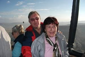 Kappadokie v Turecku má své kouzlo, říká cestovatel Ervín Dostálek, který se proletěl balónem společně s manželkou.