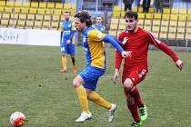 Mario Lička (vlevo) byl celý zápas hodně aktivní.