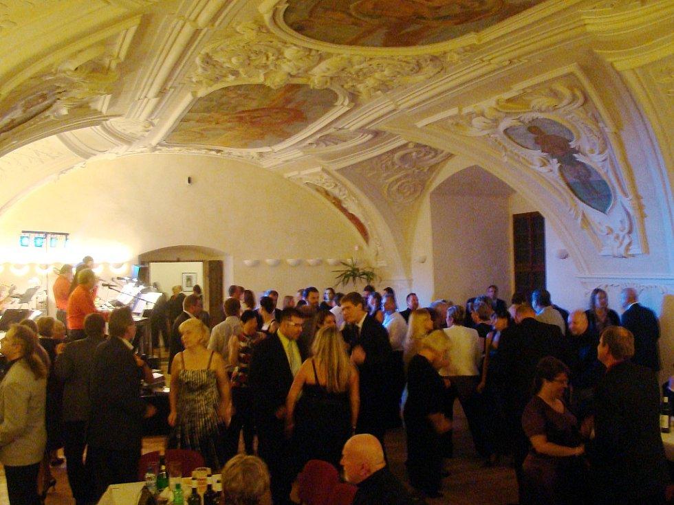 1. Zámecký ples na Novém Hradě v Jimlíně