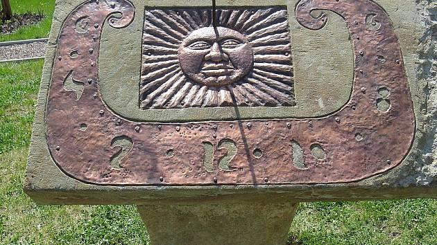 Sluneční hodiny. Ilustrační foto