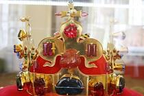 Kopie Svatováclavské koruny, čelní pohled