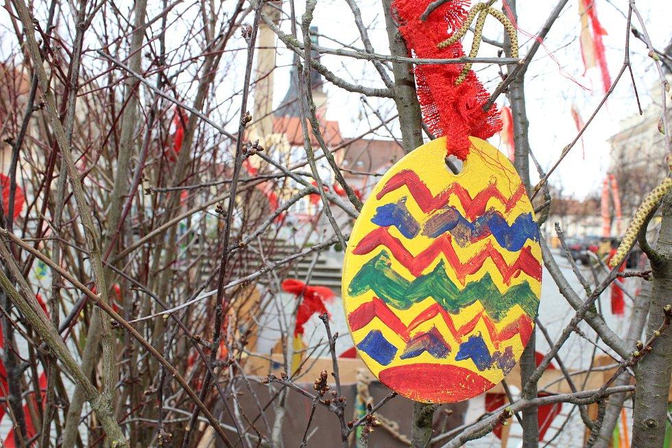 Velikonoční výzdoba v Lounech.