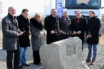 U Lubence slavnostně začala výstavba dálničního obchvatu na D6.