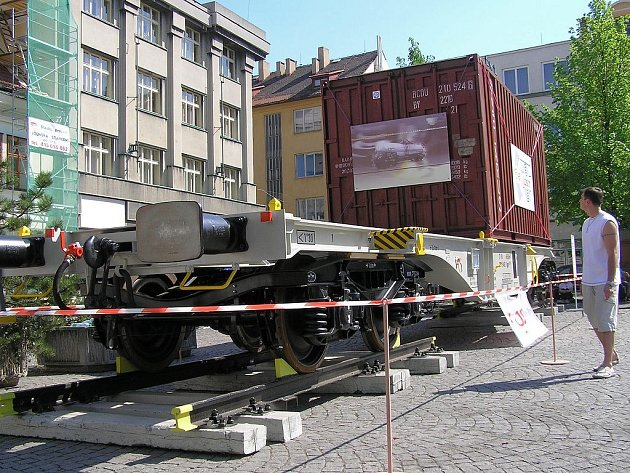 Vagon na náměstí v Lounech.