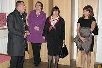 Ivana Zemanová (uprostřed) na návštěvě Výchovného ústavu v Pšově na Podbořansku