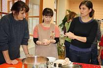 Zájemci se mohli naučit připravit některé japonské speciality