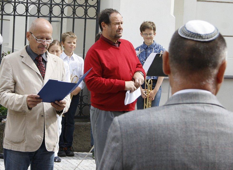 Starosta Radovan Šabata přítomným připomněl historii Židů v Lounech a také tamní synagogy