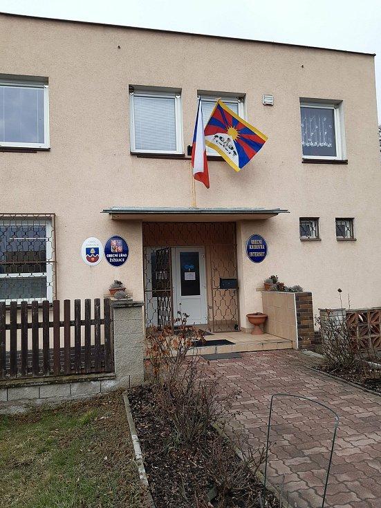 Tibetskou vlajku vyvěsili také v Žiželicích u Žatce.