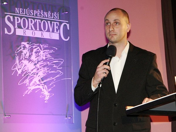 Hynek Dlouhý, redaktor Žateckého a lounského deníku, na slavnostním vyhlašování vPodbořanech