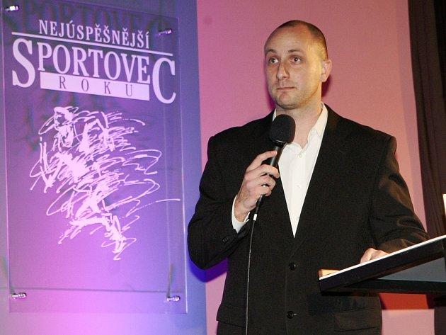 Hynek Dlouhý, redaktor Žateckého a lounského deníku, na slavnostním vyhlašování v Podbořanech