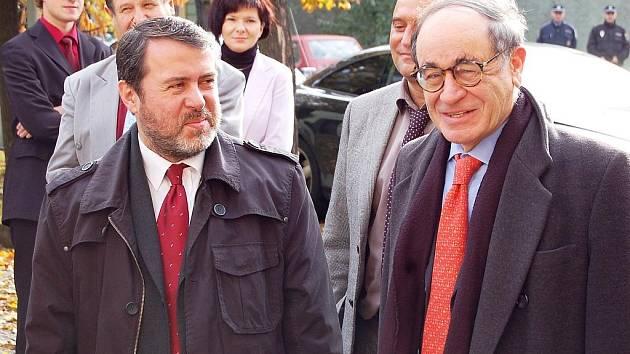 Velvyslanec státu Izrael v České republice J. E. Yaakov Levy (vpravo) a starosta Žatce Erich Knoblauch