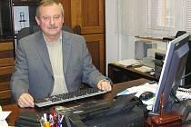 Zdeněk Valeš odpovídal ze své kanceláře ředitele Městské policie Louny.
