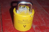 Podezřelý váleček se znakem radioaktivity