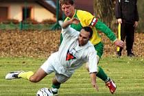 Dva nejzkušenějí hráči se takto střetli v 62. minutě. Kapitán Sokola Lenešice Karel Kopřiva při tom fauloval domácího Františka Kováče , nařízený pokutový kop proměnil Jiří Rázek na 4:0.