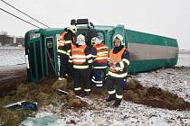 Převrácený kamion nedaleko Kryr